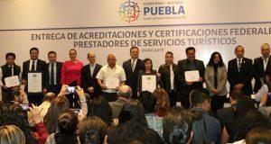 Entregan 51 acreditaciones a prestadores de servicios turísticos