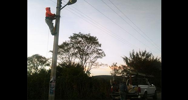 Ayuntamiento de Atexcal rehabilita alumbrado público en cabecera