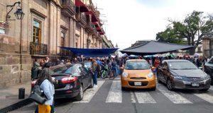 Con toma de alcaldías, CNTE reclama bonos a gobierno de Michoacán