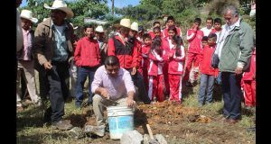 Construirán tres aulas para secundaria en comunidad de Olintla