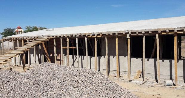 Construyen aulas y sanitarios para bachillerato en Petlalcingo