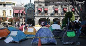 """Exsindicalizados mueven plantón al zócalo para que """"avance"""" negociación"""