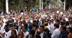 Protestan contra violencia en Colombia tras explosión de coche bomba