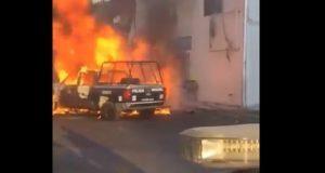 En San Martín Texmelucan, pobladores incendian patrullas
