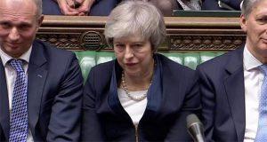 A 10 semanas de límite, Parlamento británico rechaza Brexit de May