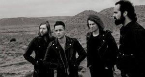 Con una canción la banda de rock The Killers crítica muro de Trump