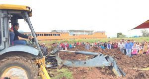 Antorcha inicia construcción de techado en chancha de Huauchinango