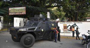 Detienen a supuestos militares venezolanos por desconocer a Maduro