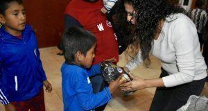 Antorcha festeja Día de Reyes a niños atlixquenses en La Concha