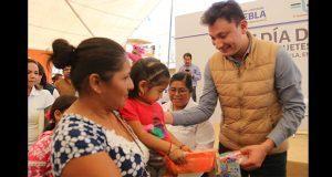 DIF Estatal entrega juguetes y cobertores en Ajalpan