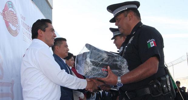 Pérez entrega 424 uniformes a elementos de la Ssptm en San Andrés