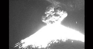 Erupción del Popocatépetl hace retumbar localidades; sigue en amarillo fase 2
