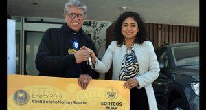 BUAP entrega premios a ganador de segundo lugar de Magno Sorteo