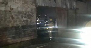Fábrica de muebles se incendia en San Pedro