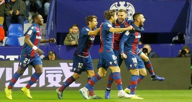 Levante le pega al Barcelona 2-1 en partido de ida de Copa del Rey