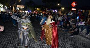Con desfile, ayuntamiento celebra la llegada de los Reyes Magos