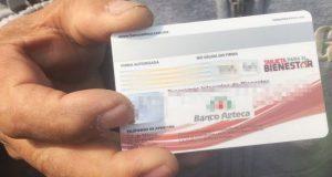 Banco Azteca emitirá tarjetas de programas sociales de AMLO, revelan