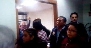 Sindicalizados exigen destitución de líder y acusan agresiones