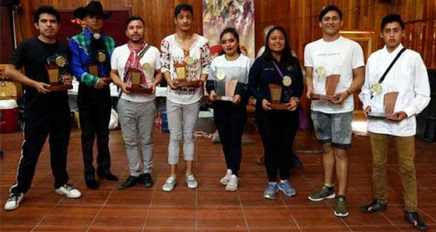 Grupo de 60 poblanos ganan primer lugar en baile folclórico