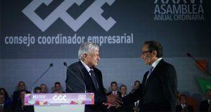 AMLO toma protesta a nuevo líder del CCE; acuerdan apoyo a inversión