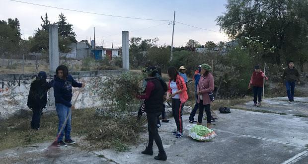 En Ahuatempan, ayuntamiento y jóvenes limpian en barrio de Jesús