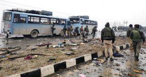 Atentado con coche bomba en India deja 40 soldados muertos