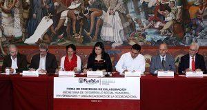 Ayuntamiento firma convenio con universidades y organizaciones