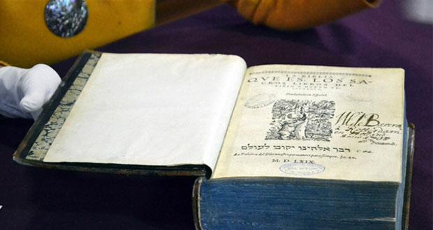 BUAP resguarda ejemplar de la primera traducción de la biblia