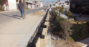En Balcones del Sur, avanza construcción de barda en casa de cultura