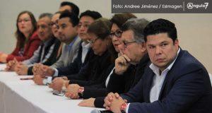 """Diputados afines a Barbosa exigen esperar tiempos y """"no caer en bajezas"""""""