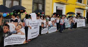 Dueñas de estancias infantiles protestan ante el Congreso local