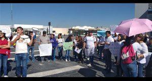 En CIS, padres de familia exigen pagar sueldo a maestros de Cendis