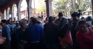 Frente al palacio de Huauchinango, piden respuesta para obras