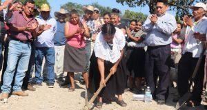 Inicia pavimentación de tramo Papatlazolco-Hidalgo en Huauchinango