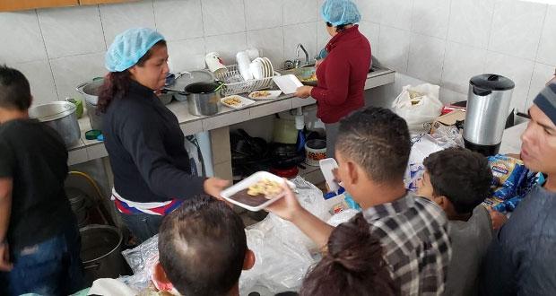 En Puebla capital no hay víveres para migrantes tras llegada de 905