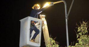 Rivera entrega 873 nuevas luminarias en Jardines de San Manuel