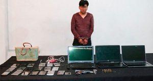 Detienen a presunto asaltante con 19 celulares en Puebla capital