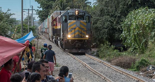 Pese a diálogo, CNTE sigue bloqueando 3 vías férreas de Michoacán