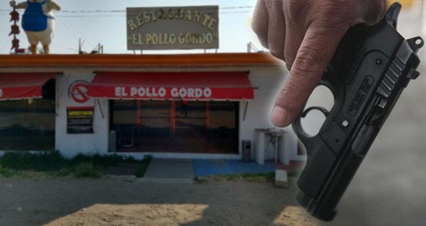En San Martín Texmelucan, sacan a comensal de restaurante y lo ejecutan