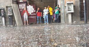 Intensa lluvia y granizada en Puebla