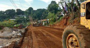 Con apoyo de Antorcha, inician drenaje y pavimentación en Acateno