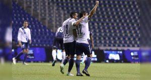 Sin técnico y con triplete de Alustiza Club Puebla vence a Tampico