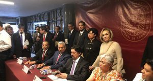 Gómez Urrutia presenta nueva central obrera y la desliga de Morena