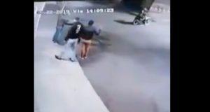Video capta robo de motocicleta a mano armada en Texmelucan