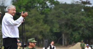 Tras amenaza, militares refuerzan escolta de AMLO en Tabasco