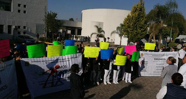 En protesta, sindicalizados de Salud exigen abono sexenal y más insumos