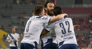 """""""Chelis"""" debuta con remontada y Puebla vence 2-1 a Atlas de visita"""