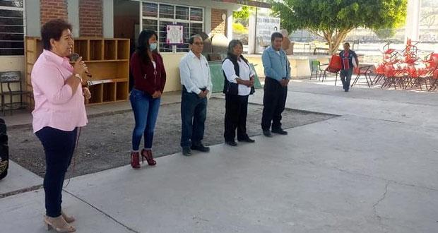 Ayuntamiento de Tepexi entrega mobiliario a primaria de Otlaltepec