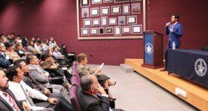Ayuntamiento poblano acerca temas de transparencia a universitarios