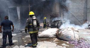 Bomberos sofocan incendio en bodega de la colonia El Salvador
